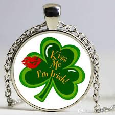 whole kiss me i m irish three leaf clover pendant charm saint patricks day necklace pendant pendants gold necklace for women from xujiangyong