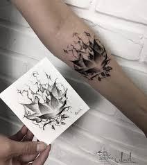 тату графика лотос на руке эскиз мастера тату черно белая цветок