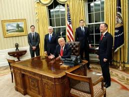oval office desk. Donald Trump Presses A Red Button On His Desk And Butler Brings Him Coke. \u0027 Oval Office M