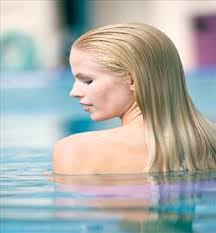 How to Remove Chlorine From Your Hair