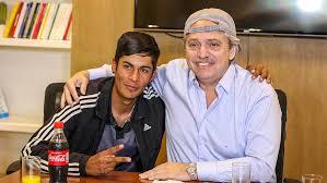 Alberto Fernández recibió al joven que fue presidente de mesa, discriminado  en redes sociales - Télam - Agencia Nacional de Noticias