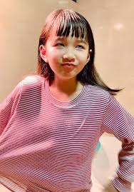 Bé gái được mẹ cắt tóc bằng chiêu bát úp ngược thần thánh, nhìn thành quả  ai nấy đều phải thốt lên bất ngờ - Netizen - Việt Giải Trí