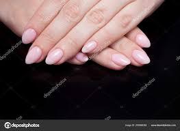 Dámské Ruce S Dokonalou Manikúru Nahé Lak Na Nehty Je Přírodní