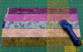 Beadlust: Tips for Cutting Fabrics for a Hexie Quilt & hexie tutorial: for 3/4