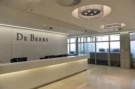 Diamonds Net De Beers To Shut Dubai Auction Base