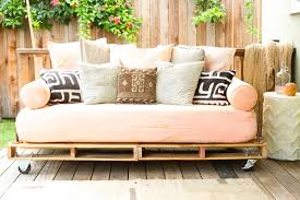 how to build a pallet daybed pretty