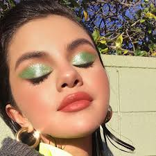 selena gomez green eye shadow