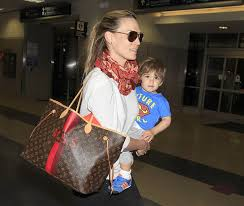 louis vuitton bags celebrities. molly-sims-louis-vuitton-mon-monogram-neverfull-tote louis vuitton bags celebrities