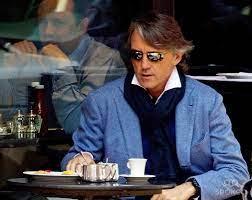 Roberto Mancini - Italian football icon and Professor of Scarfology |  Männer mode, Herren mode, Mode