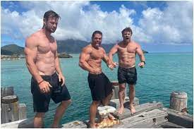 Chris Hemsworth Shows Off Insanely Ripped Body On Beach Vacation With  Family