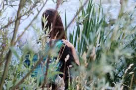 русалка на ветвях сидит Слинги в шкафу русалка на ветвях сидит Слинги в шкафу