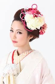 おしゃれな花嫁の結婚式の和装色打掛の髪型ヘッドドレスおすすめ髪