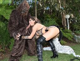 Rachel roxxx threesome with gorilla