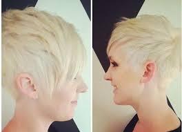 Krásná Blondýnka S Krátkým Stylové Krátké účesy Pro Blondýnky