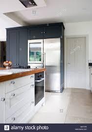 Große Edelstahl Amerikanischer Kühlschrank Mit Gefrierfach In Modernen  Weißen Küche