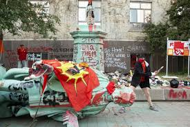 Jun 07, 2021 · a protester swings a hammer in an attempt to remove the head of the egerton ryerson statue in toronto on sunday june 6, 2021. Task Force Studying Legacy Of Egerton Ryerson Won T Speed Up Report Despite Protests The Globe And Mail