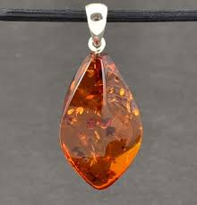 gorgeous baltic amber pendant made of