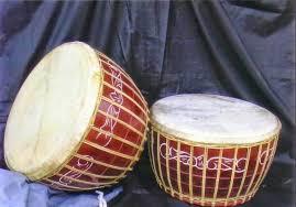Alat musik ini dimainkan bersamaan dengan alat musik tradisional yang lainnya seperti aramba dan pakpak. 35 Alat Musik Tradisional Indonesia Cara Memainkannya Lengkap