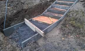 Durch die entlastung der kanalnetze sind viel weniger sanierungsmaßnahmen an den kanälen notwendig. Eine Pflastersteintreppe Wird In Den Hang Zum Parkplatz Gebaut Commaik