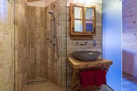 Chalet Style Badezimmer Mit Dusche Im Blockhaus Hüttendorf Maria
