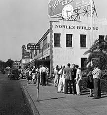 gone the wind film  line up to see gone the wind in pensacola florida 1947