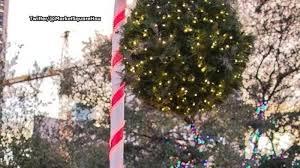 Mistletoe Ball Lights Mistletoe Ball Returns For The Holidays