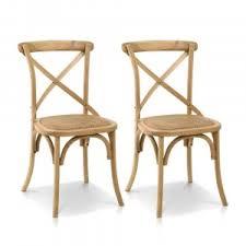 Inspirado no estilo rústico, seu assento inclinado oferece ao usuário conforto. Cadeiras De Madeira Macica Iaza Moveis