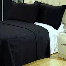 Amazon.com: Modern Solid Black Lightweight Bedding Quilt Coverlet ... & Amazon.com: Modern Solid Black Lightweight Bedding Quilt Coverlet Set  Full/Queen Size: Home & Kitchen Adamdwight.com