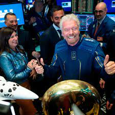 Richard Branson aims to fly to space ...