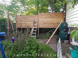 building a freestanding garden screen for privacy