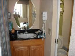 Kaanapali Ocean Inn: Sink/closet area