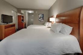 a bed or beds in a room at hilton garden inn cleveland twinsburg