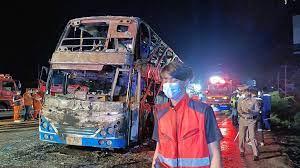 ไฟไหม้รถทัวร์ 2 ชั้นกลางถนนมิตรภาพที่ขอนแก่น คลอกผู้โดยสารตาย 5 เจ็บนับสิบ