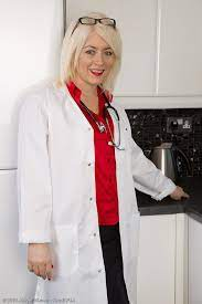 Hot 43 Year Old Amber Jewell From Allover30 Playing The Naked Doctor Pichunter