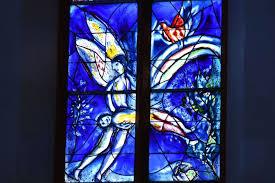 art illuminates gothic church in mainz