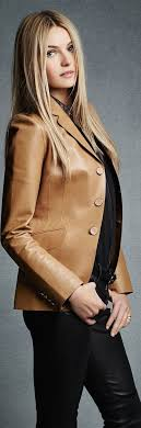 a fitted brown leather blazer keeps things perfectly polished and poised