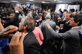 Resultado de imagem para senadores comemoram rejeição da reforma trabalhista fotos