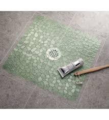 interdesign pebblz square shower mat green
