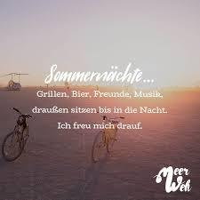 Sommernächte Grillen Bier Freunde Musik Draußen Sitzen Bis In