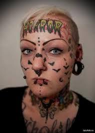 татуировки на лице и голове девушки Tatufotocom