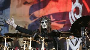 In a recent statement given by joey jordison's family, they said that he died in a peaceful while he was in his sleep. Jnpe43v3grawxm