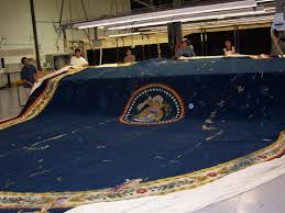 this shows the clinton rug replica being made for his library it really shows the size of the carpet bill clinton oval office rug