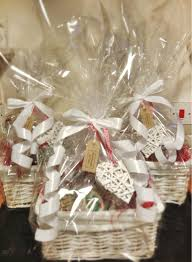 Best 25 Engagement Gift Baskets Ideas On Pinterest  Engagement How To Make Hampers For Christmas Gifts