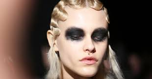 at marc jacobs dark makeup as theatrical as the clothesat marc jacobs dark makeup as theatrical as the clothes