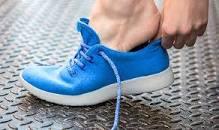 نتیجه تصویری برای تصاویر پوشیدن کفش در خانه