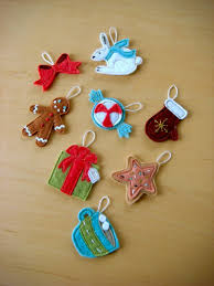 Make a whole set of little cuttles to make your tree's decor more fun. (