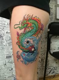татуировка на бедре у девушки дракон и карп фото рисунки эскизы