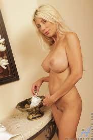 Nude Blonde Big Tits Milf