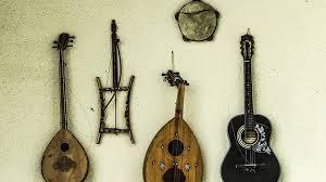 Alat musik ini berasal dari daerah jawa, dimana pada zama dulu bonang sering digunakan dalam pementasan untuk mengiringi pertunjukan wayang. 30 Jenis Alat Musik Tradisional Indonesia Dan Asal Daerahnya Sarungpreneur