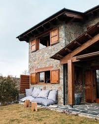 Contemporary Yet Warm And Cosy Winter House : Awesome Winter House With  Stone And Wood Material